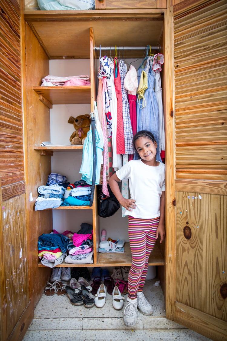 Casandra_standing_by_her_closet