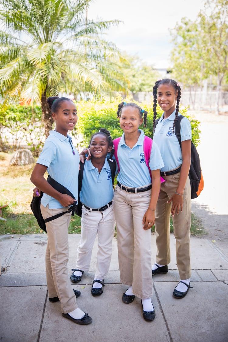 Silvia_with_friends_school_uniform