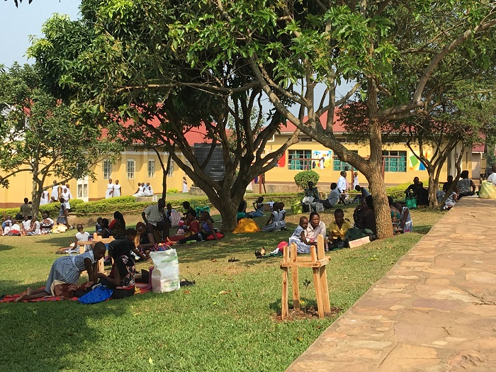 families_have_picnics_on_campus_grounds.jpg