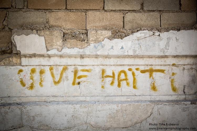 grafitti stating Vive Haiti